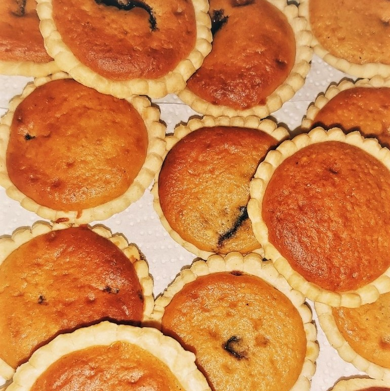 Tarts filled with sponge and jam.